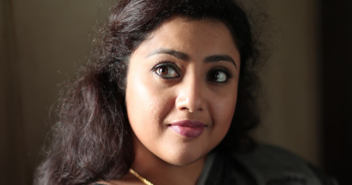 Actress meena sexiphotos #9