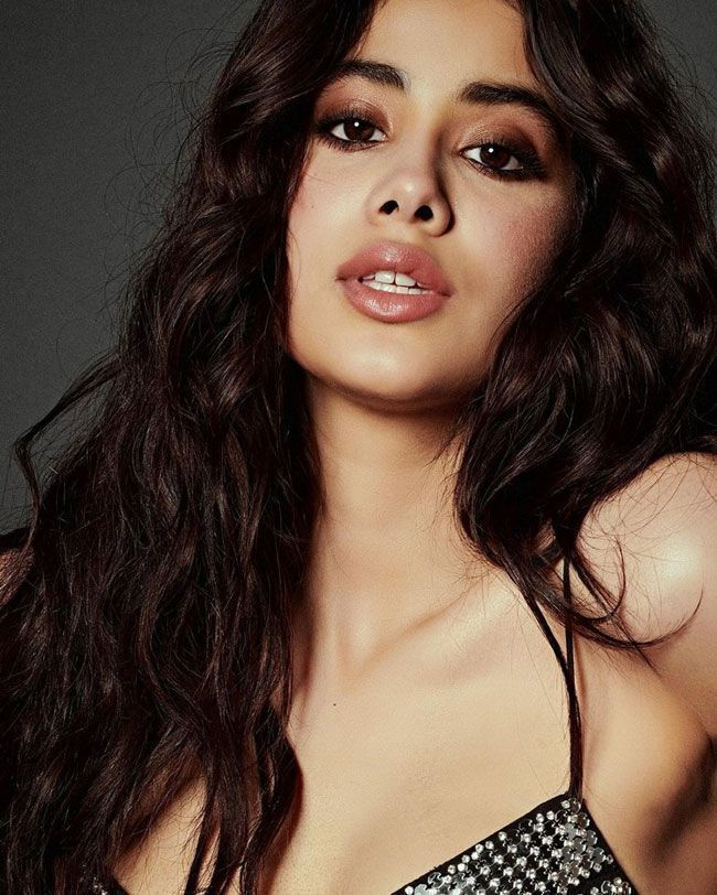 Actress Gallery: Janhvi Kapoor New Glamorous Pictures