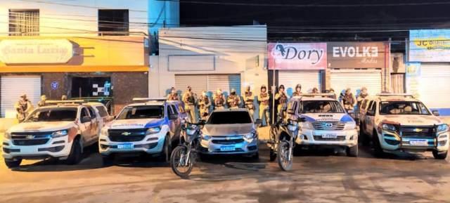 Polícia Militar recupera veículo roubado e apreende drogas, em Jequié