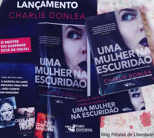 Resenha, livro, Uma-mulher-na-escuridao, Charlie-Donlea, Faro-Editorial, capa, foto, marcador, serial-killer