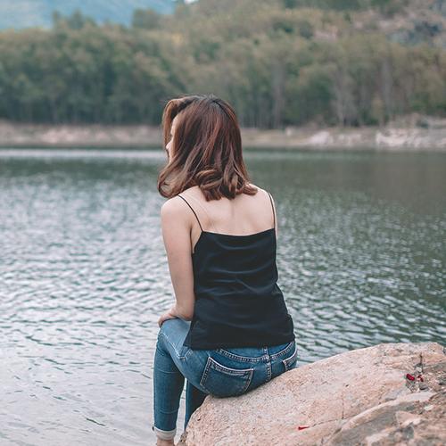 Alone Girl WhatsApp Status 2021, Alone Girl Facebook DP.