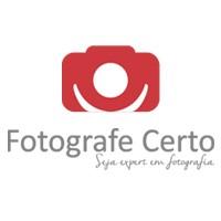 Uma imagem de uma câmera em cor vermelha