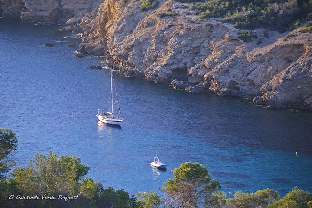 Agua en Cala Benirras, Ibiza, por El Guisante Verde Project