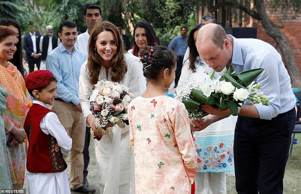 Children at #SOS village welcomed the Prince William and Princess Kate Middleton with beautiful flowers.