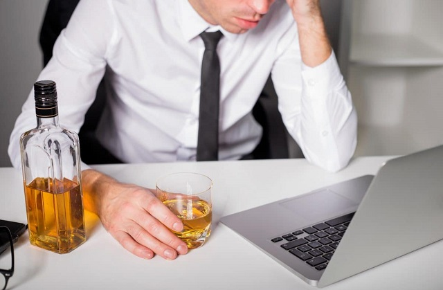 lies alcoholics tell themselves drunk liars get sober