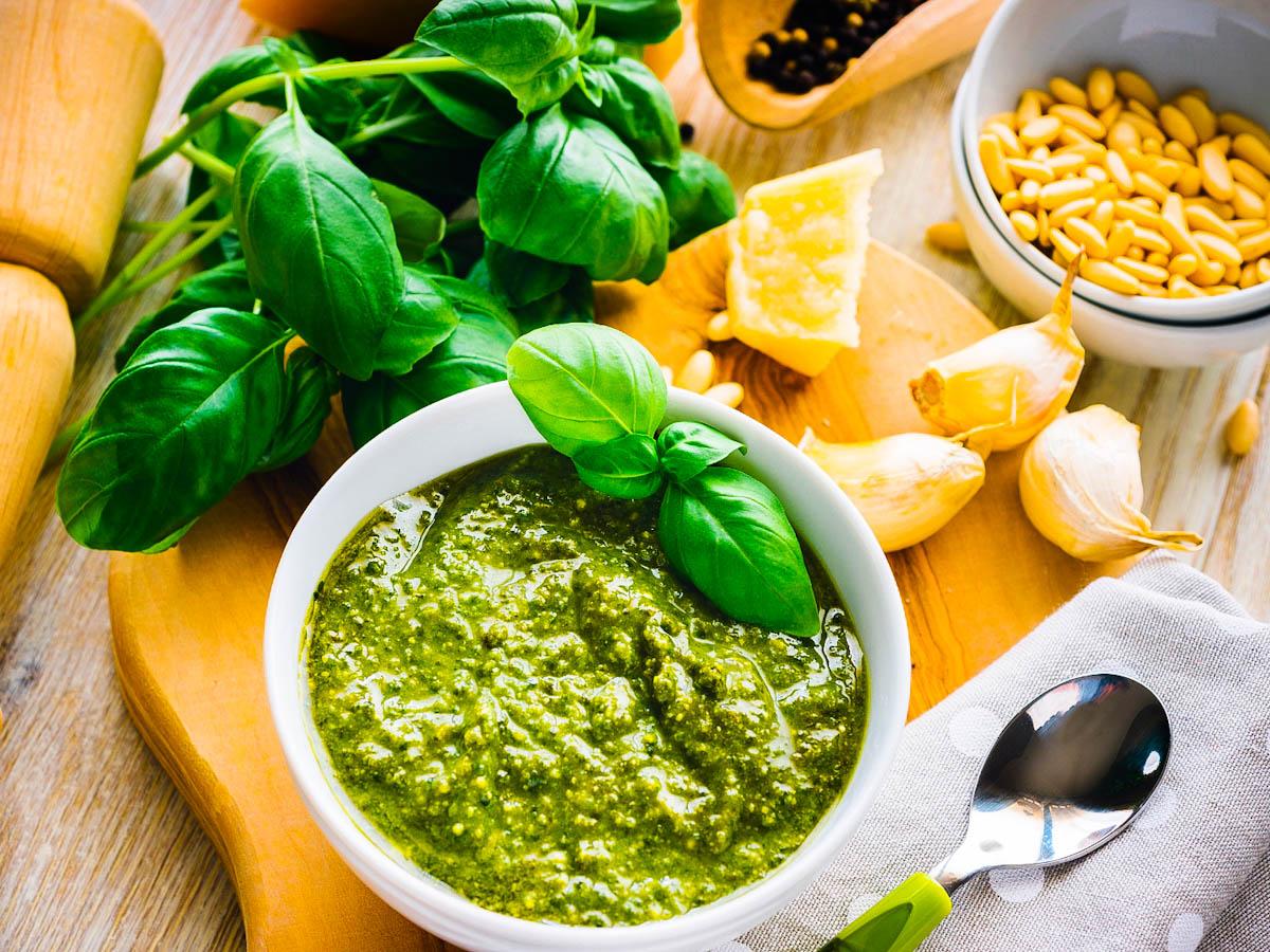 Aprenda a preparar molho pesto de restaurante