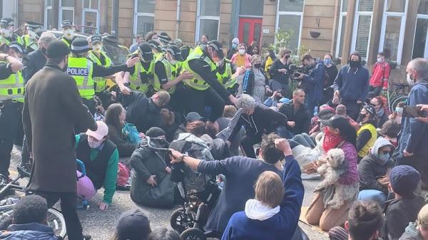 Une manifestation à Glasgow empêche l'expulsion d'Afghans en plein Aïd