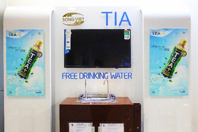 air minum gratis bandara tan son hat