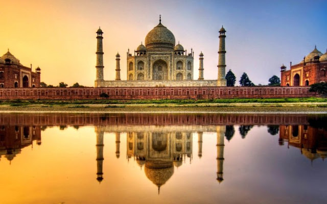 The Taj Mahal at Sunset India Wallpaper