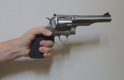Resultado de imagem para roubo com revólver