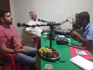 Programa Comunidade Antenada da Radio Dois Riachos FM no Sertão Alagoano, lidera em primeiro Lugar neste sábado com a entrevista do Eterno, Prefeito: Roberto Ferreira Wanderley, e do secretario de Educação Artur Reis.