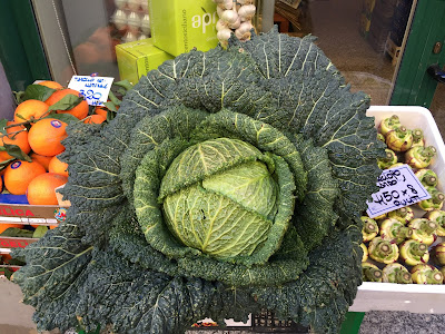A cabbage on display in front of a fruttivendolo