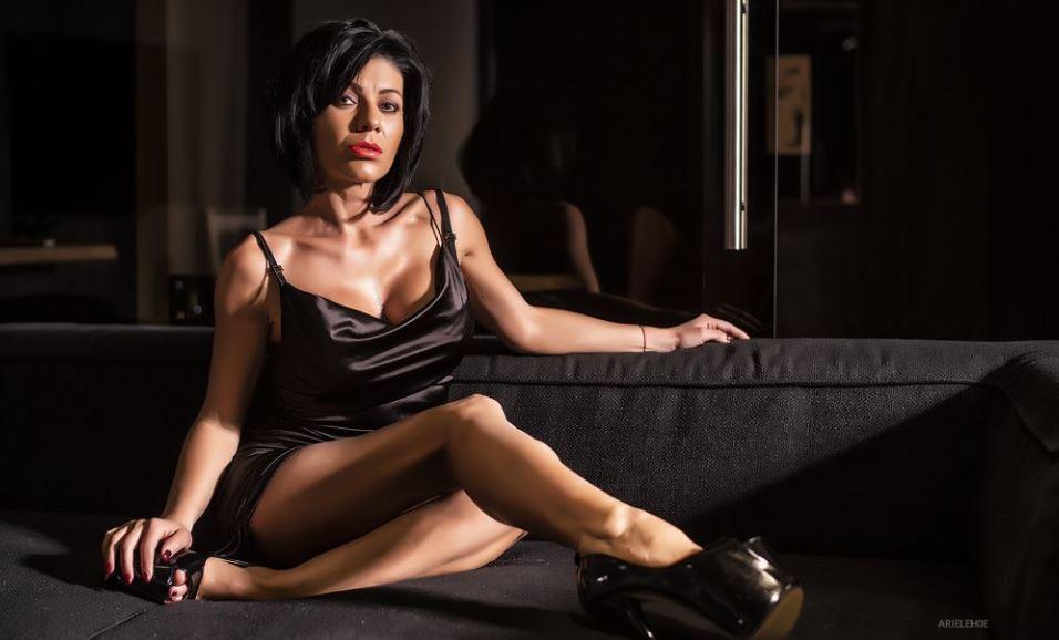 ArieleHoe Model GlamourCams