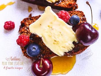Tartine de Pont L'Evêque aux fruits rouges