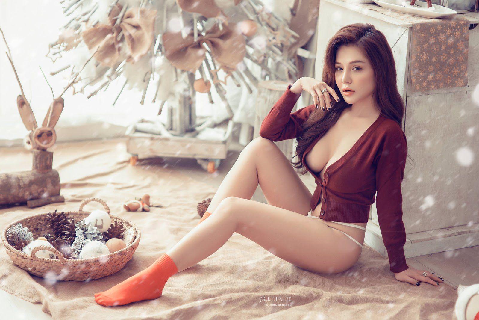 Ngắm bộ ảnh sexy của Trần Ngọc Ánh & Mon 2k