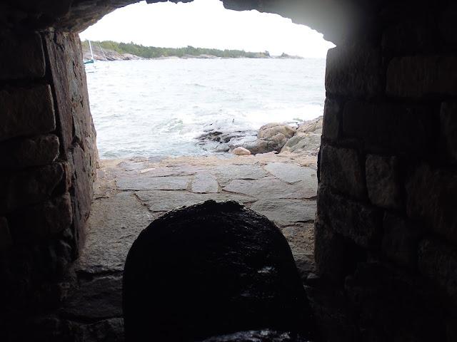 Túneles en la Fortaleza de Suomenlinna (Helsinki) (@mibaulviajero)