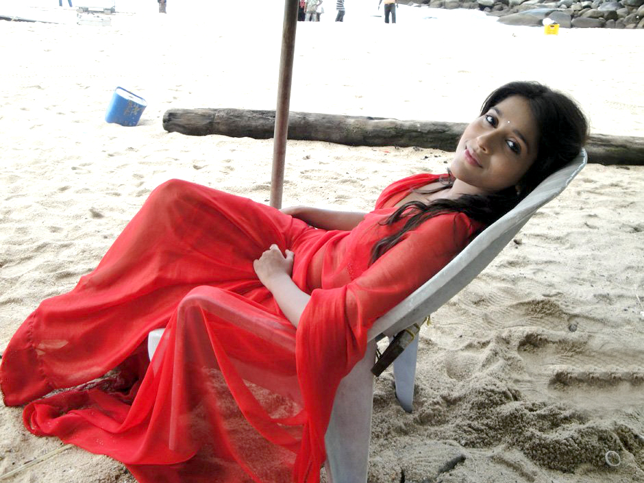 Beautiful & Lovely Rashmi gautam looking sexy in latest photoshoot