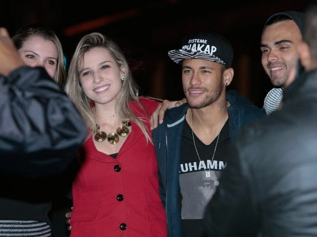 Neymar poses with fans