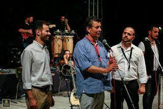 Ο Μενέλαος Τσαούσης υπεύθυνος των παιδικών χωριών SOS μιλάει στη σκηνή δίπλα του ο κ. Αυγουλάς και ο κ. Γαβράς
