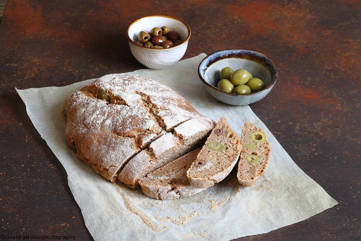 Pane di farro integrale con le olive