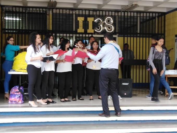 Participación por parte del coro de Lenguas Extranjeras