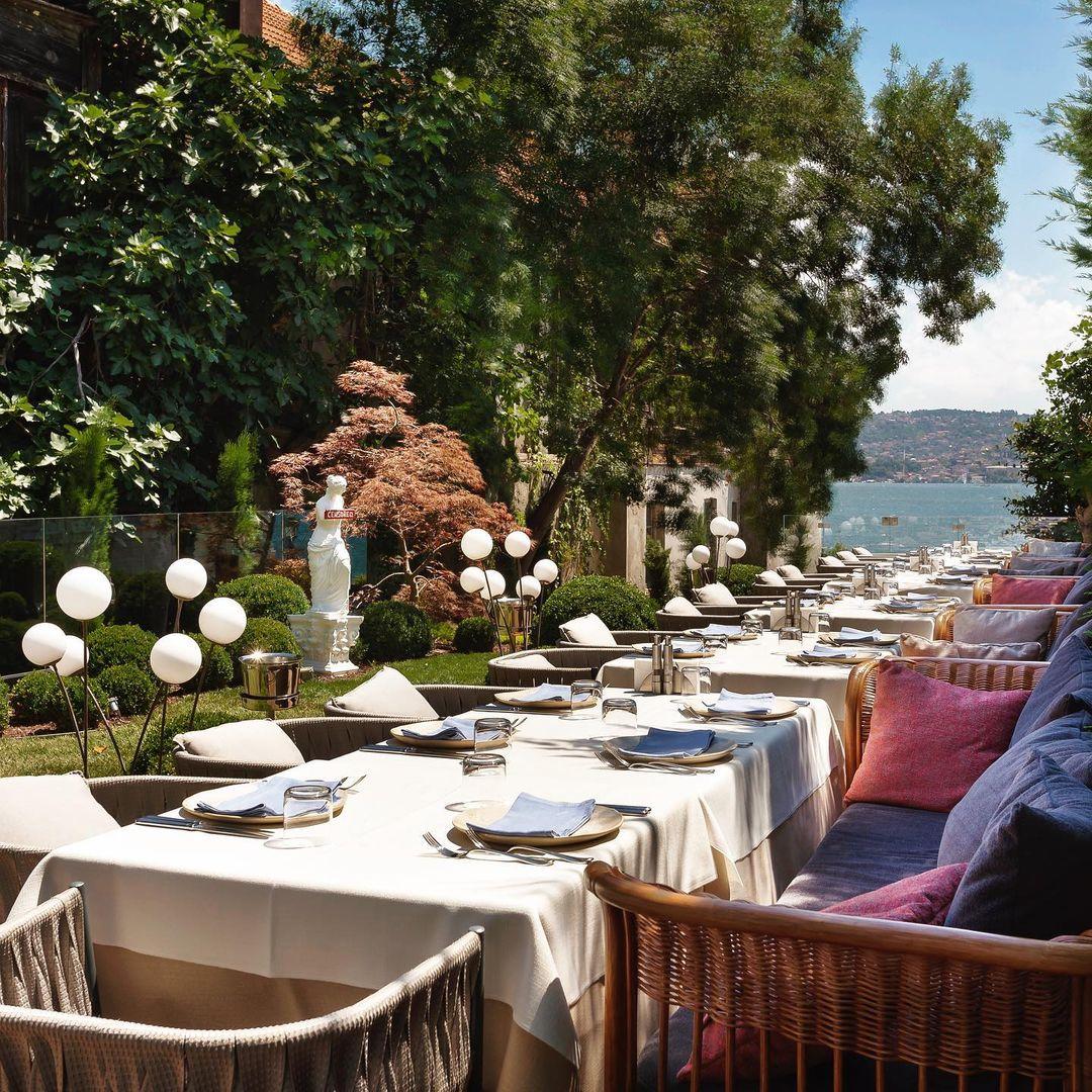 azur restaurant sarıyer istanbul menü fiyat listesi deniz ürünleri balık siparişi