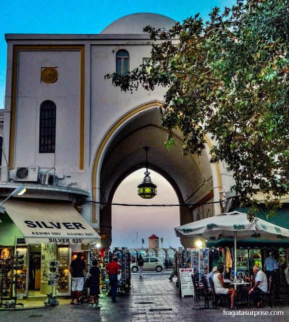 Nea Ágora de Rodes, mercado com restaurantes populares na Cidade de Rodes, Grécia