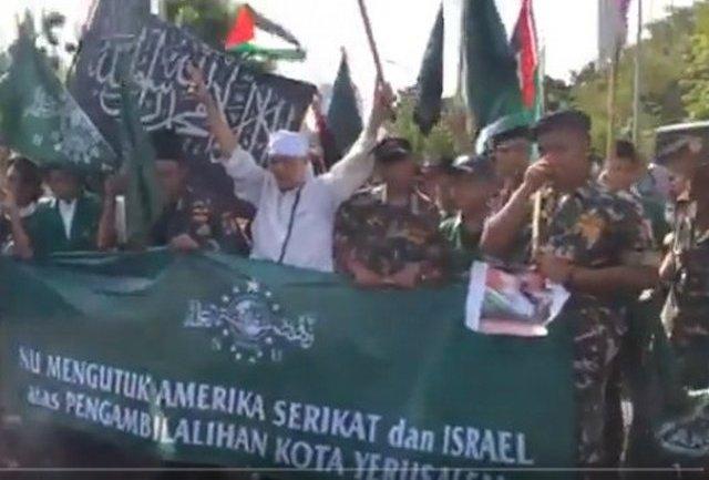 Saat Banser dan Bendera Tauhid Satu Barisan di Aksi Bela Palestina Setahun Lalu