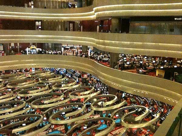 yaitu salah satu integrated resort di Singapura dan telah menjadi salah satu ikon wisata Fasilitas yang ada di Marina Bay Sands IR