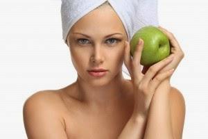 Buah apel dikenal sebagai buah yang mempunyai banyak manfaat bagi kesehatan Manfaat Masker Buah Apel untuk Wajah