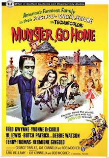 Cartel de la película Munster, Go Home! de 1966. Muestra unos dibujos muy divertidos de la familia Monster