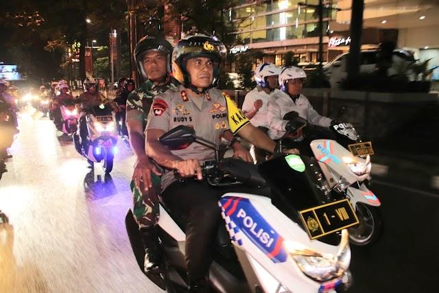 Pantau Situasi  Malam Pergantian Tahun, Kasdam III/Siliwangi Bersama Kapolda Jabar Lakukan Patroli.