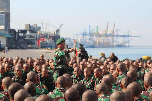 Dari Makassar, 450 Satgas Yonif Para Raider 433 Kostrad Diberangkatkan ke Papua