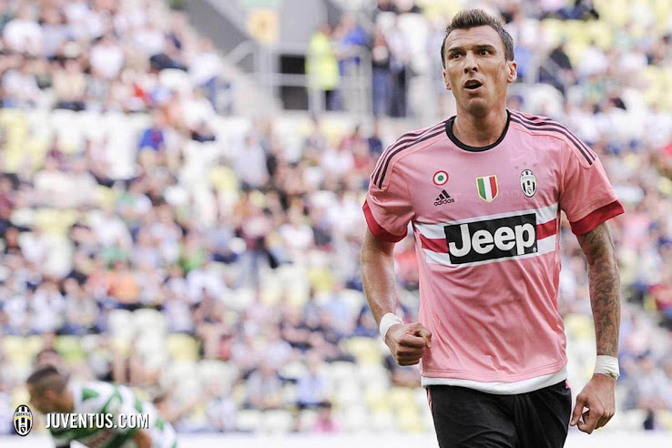 e4a34804 Pretty in Pink - Juventus 15-16 Away Kit | On-Pitch Debut - Footy ...