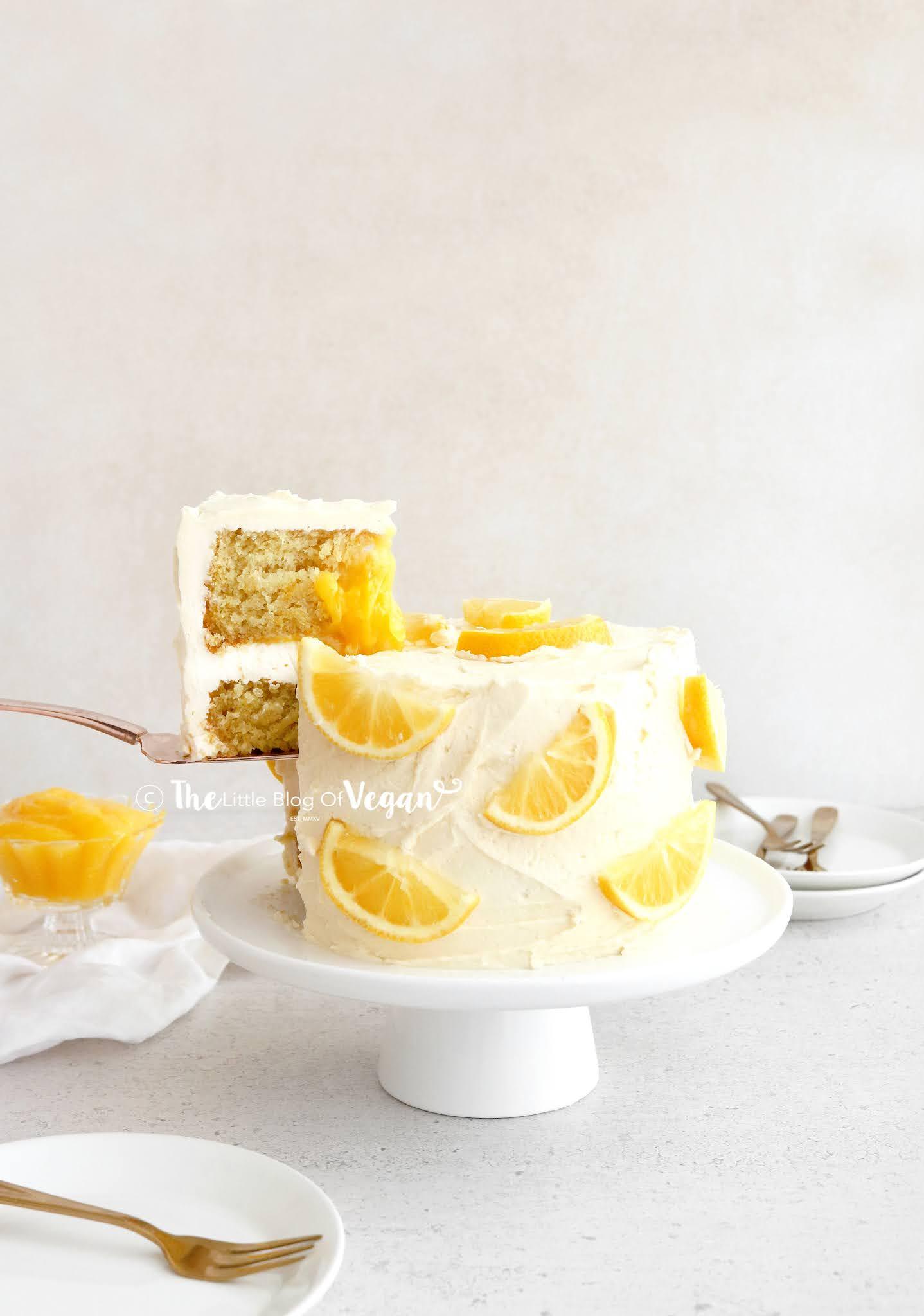 Lemon-cake-with-lemon-filling