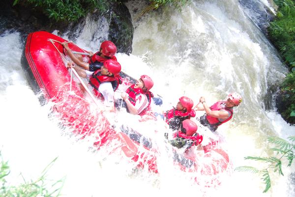 Situ Cileunca Tempat wisata rafting dan outbound