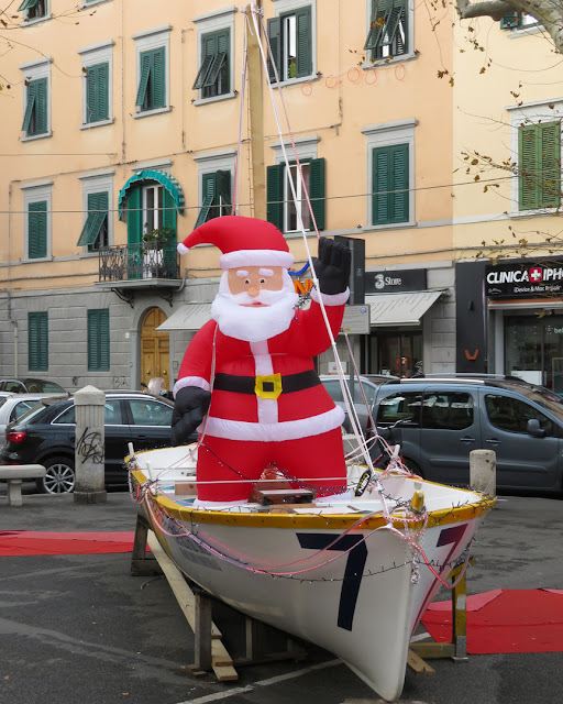 The Gozz'Albero or Santa on a gozzetta of the Ovo Sodo, in Piazza Venti Settembre, Livorno