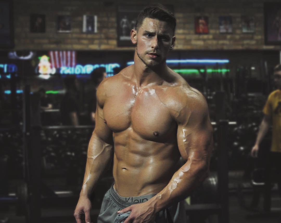 sweaty-shirtless-muscular-hunks-strong-veiny-gym-guys-swole-body