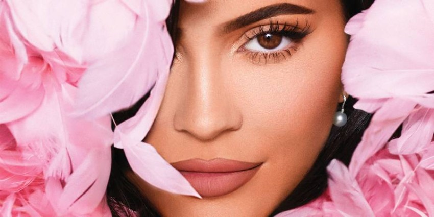 """Kylie Jenner.. a billion dollar fortune.. success in work and failure in love and friendship The saying applies to Kylie Jenner, """"Happy at work, miserable in love."""" Despite her success in the field of business, her global fame, and her fulfillment of the dream of motherhood, she still could not retain the love of the father of her only daughter, singer Travis Scott, and was also shocked by a friend of her age."""