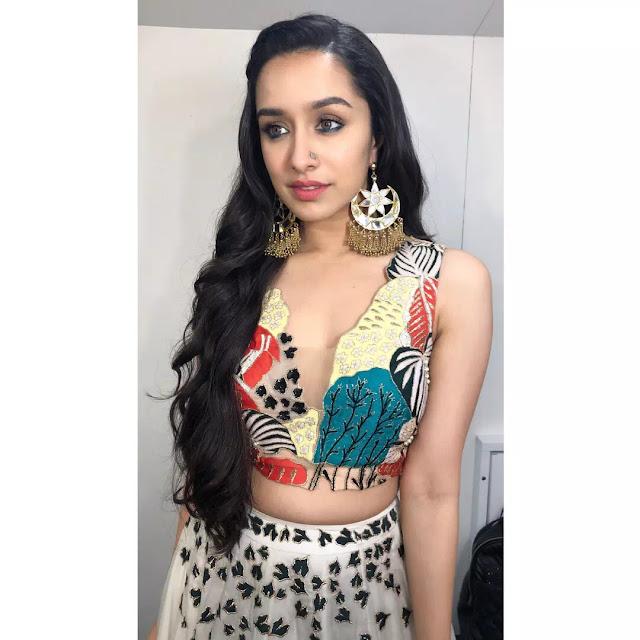 Shraddha Kapoor Long Wavy Hair