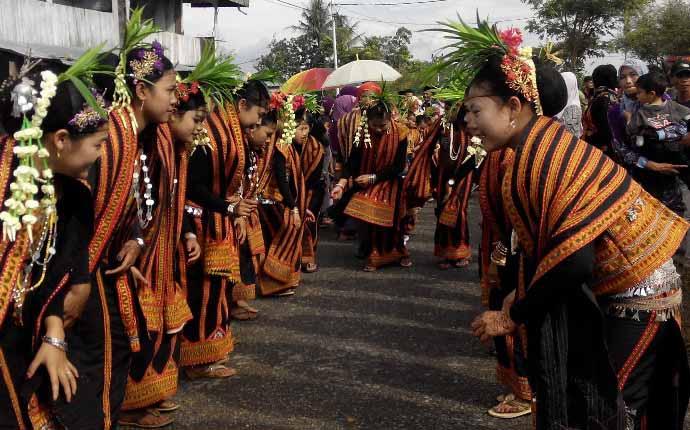 Tari Bines, Tarian Tradisional Dari Aceh (Nanggroe Aceh Darussalam)