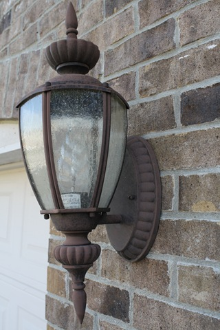 How to spray paint outdoor light fixtures