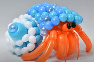 Skulpturen von Tieren aus Luftballons.