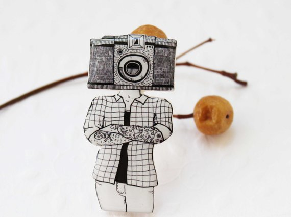 Dinabijushop's polymer clay and resin pin camera fan
