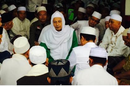 Habib Luthfi : Keistimewaan Ziarah di Makam Wali adalah isin (Malu)