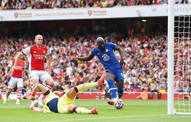 Chelsea forward Romelu Lukaku slots in against Arsenal