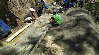 Pembangunan Cor Jalan Menuju Wisata Religi Blok Ciruab