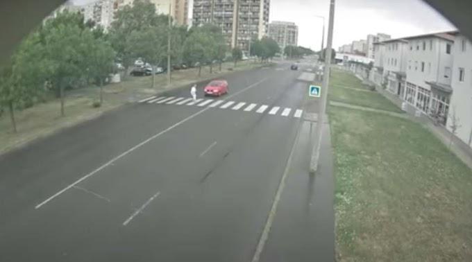 Felkavaró képsorok: idős gyalogost gázolt el brutálisan egy autós Szolnokon (videó)