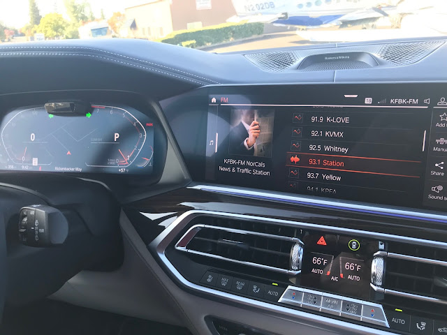 Infotainment screen in 2019 BMW X7 xDrive 40i