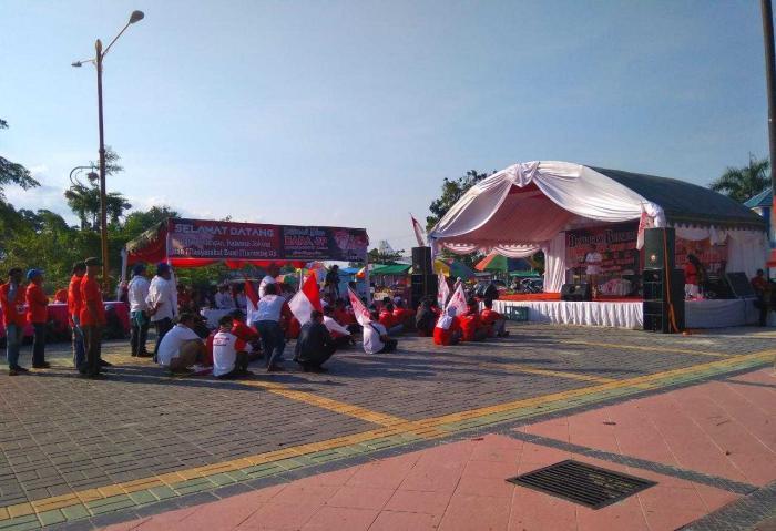 "Deklarasi Relawan Jokowi Bubar Karena ""Capek-Capek Omong Hanya Dikasih Teh Kotak"""